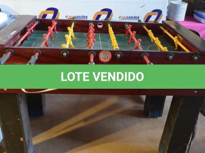 LOTE 097 - 01 MESA DE PEBOLIM.(NO ESTADO)